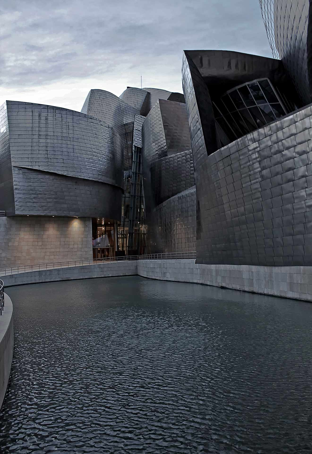 Guggenheim-Museum-Bilbao-Different-Perspectives
