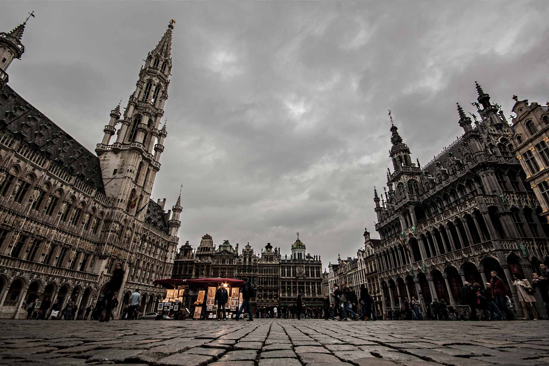 Grand-Place-Bruxelles-Different-Perspectives