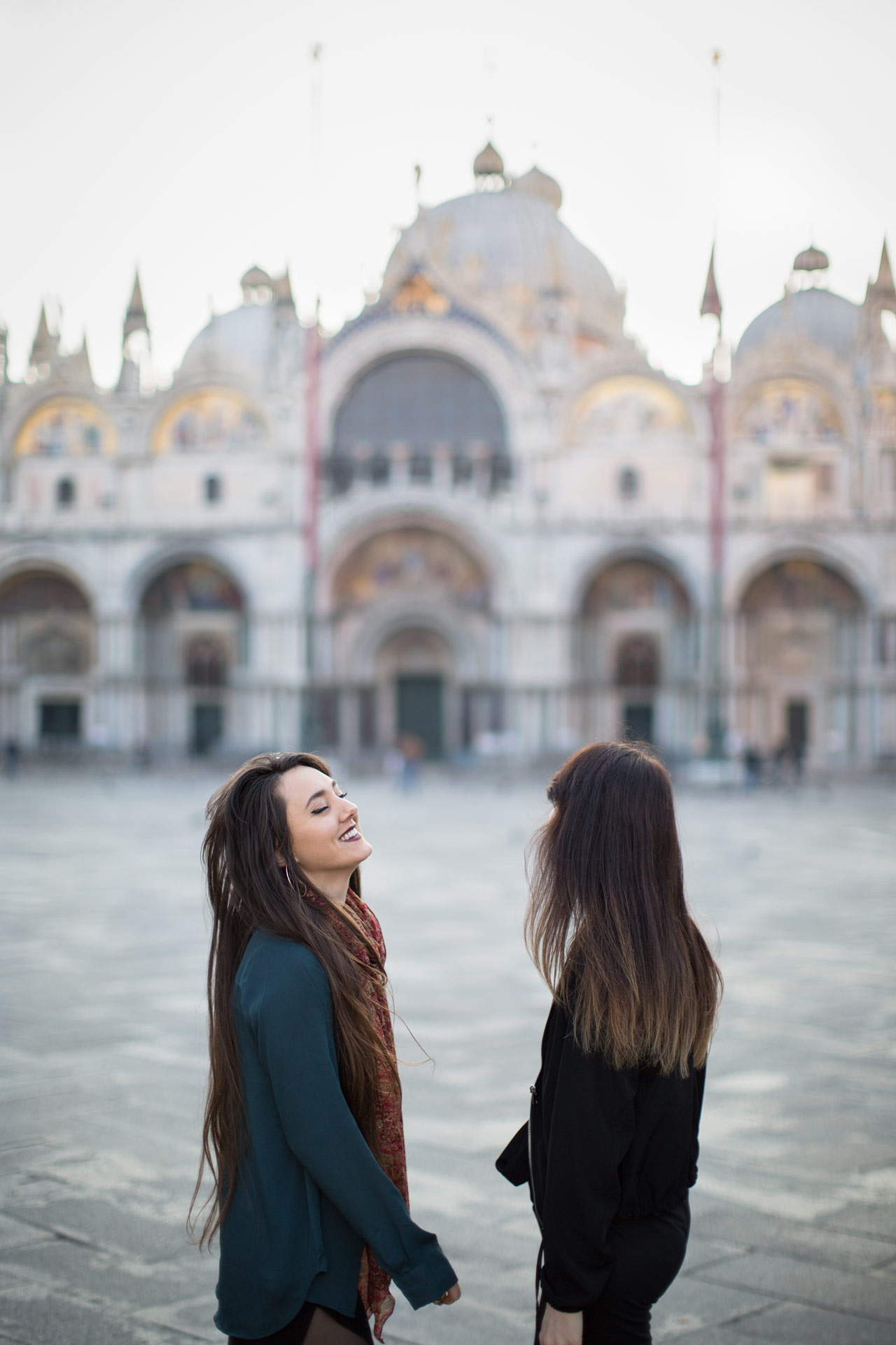 Ashley-Meagan-portrait-photo-shooting-sunrise-piazza-san-marco--basilica-Venezia-Venice-1