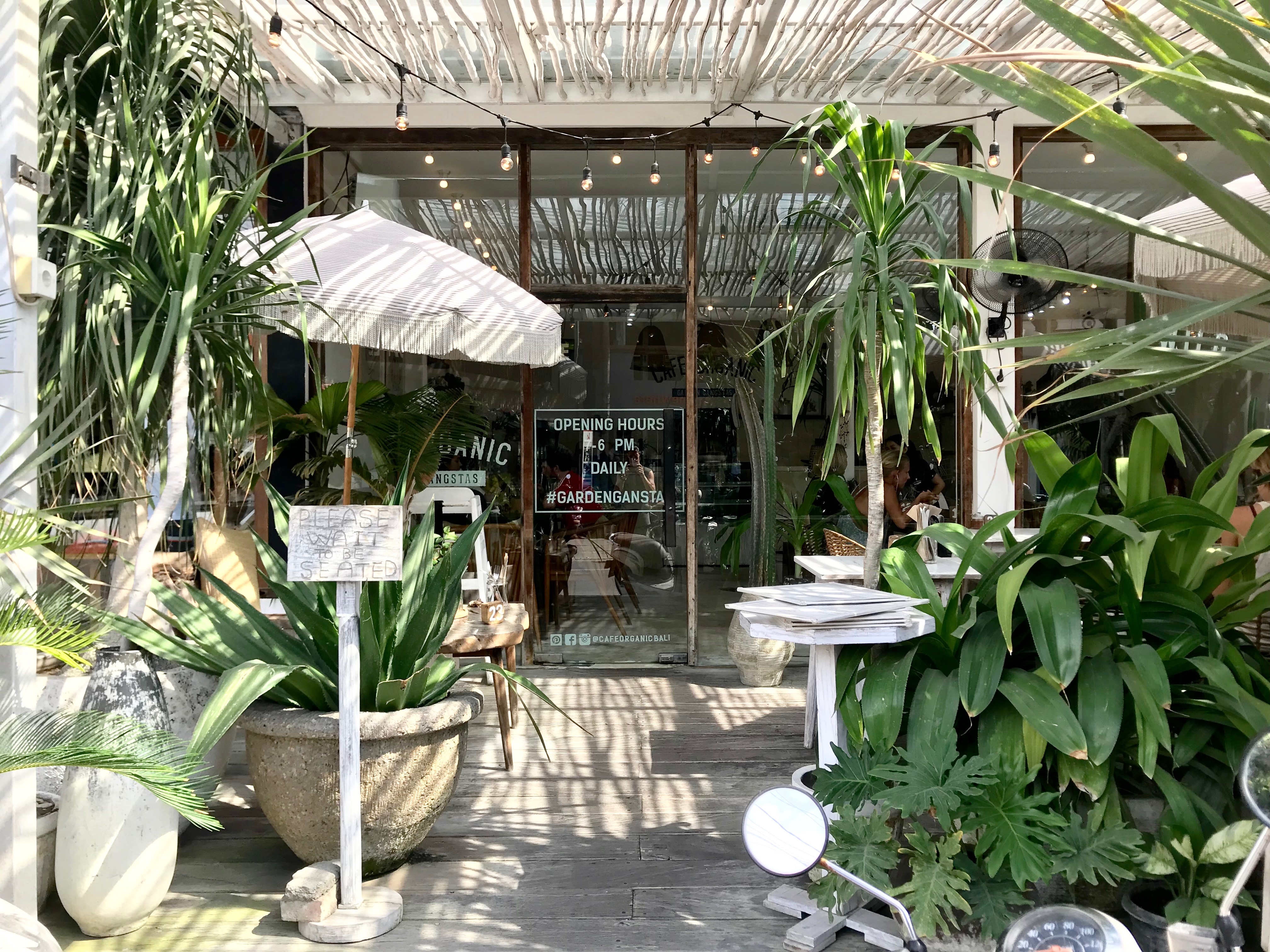 10 amazing Canggu spots-Cafe Organic -entrance