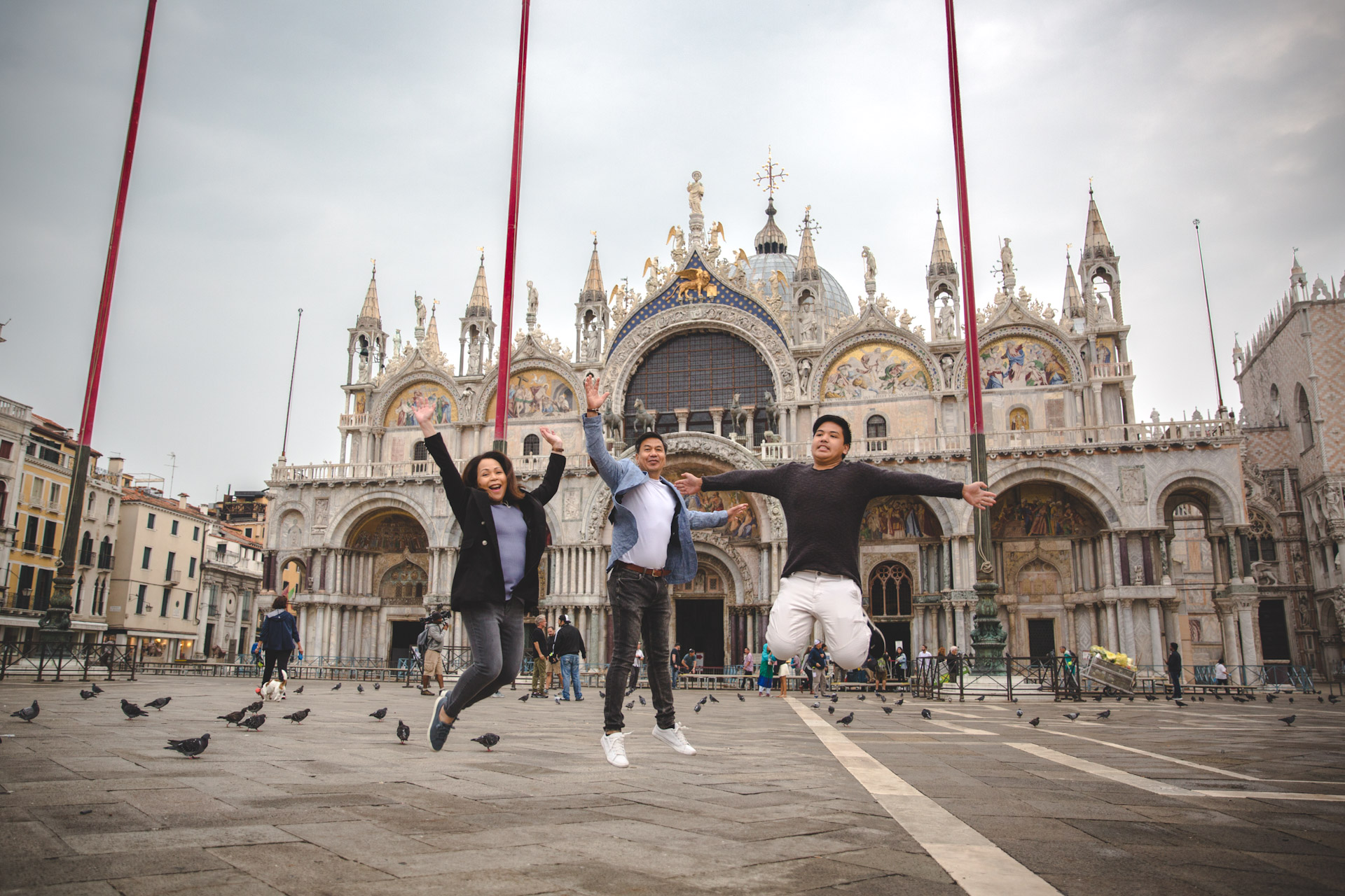 Jo Anne-family-portrait-photo-shooting-sunrise-Piazza-San-Marco-Venezia-Venice