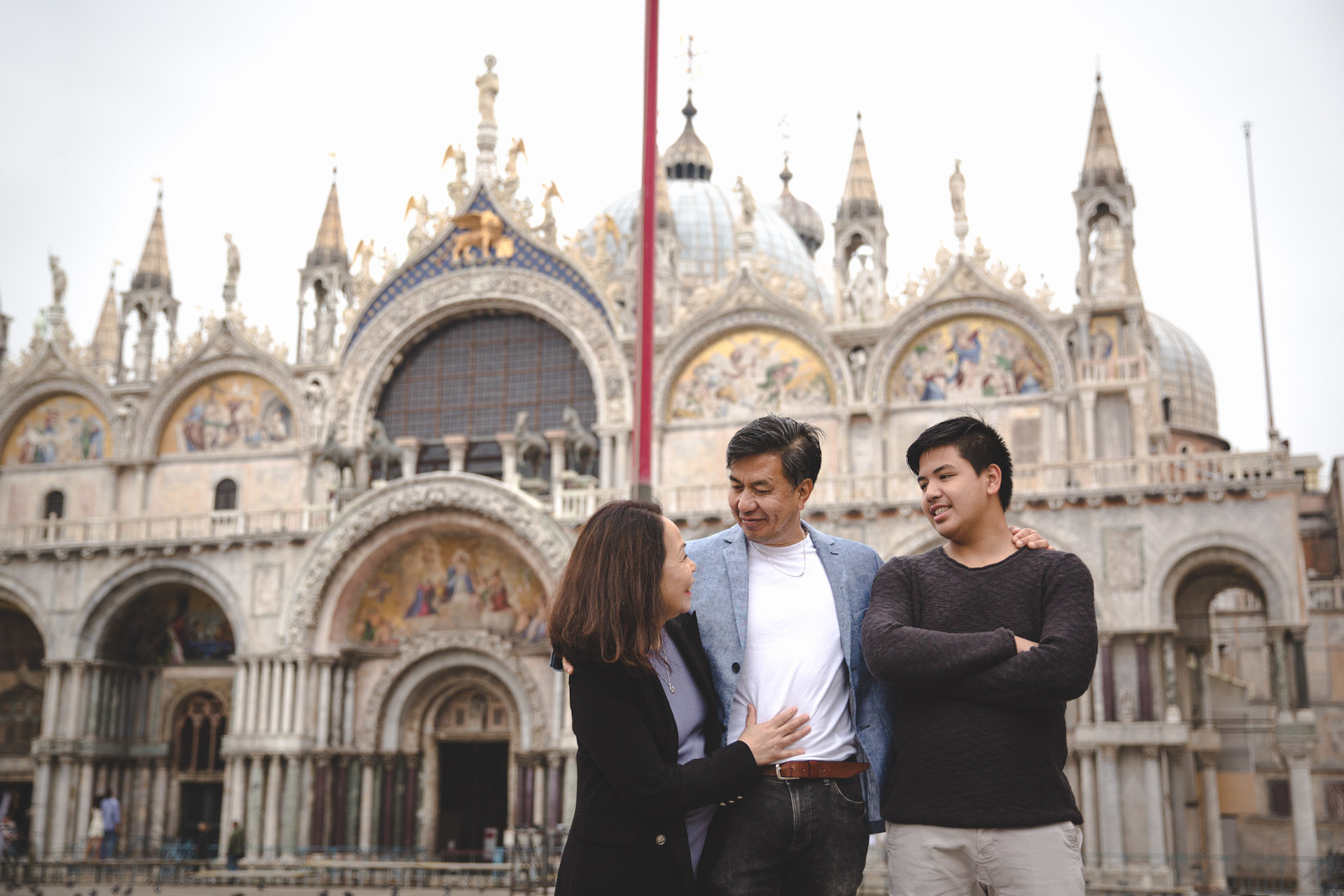 Jo Anne-family-portrait-photo-shooting-sunrise-Basilica-di-San-Marco-Venezia-Venice