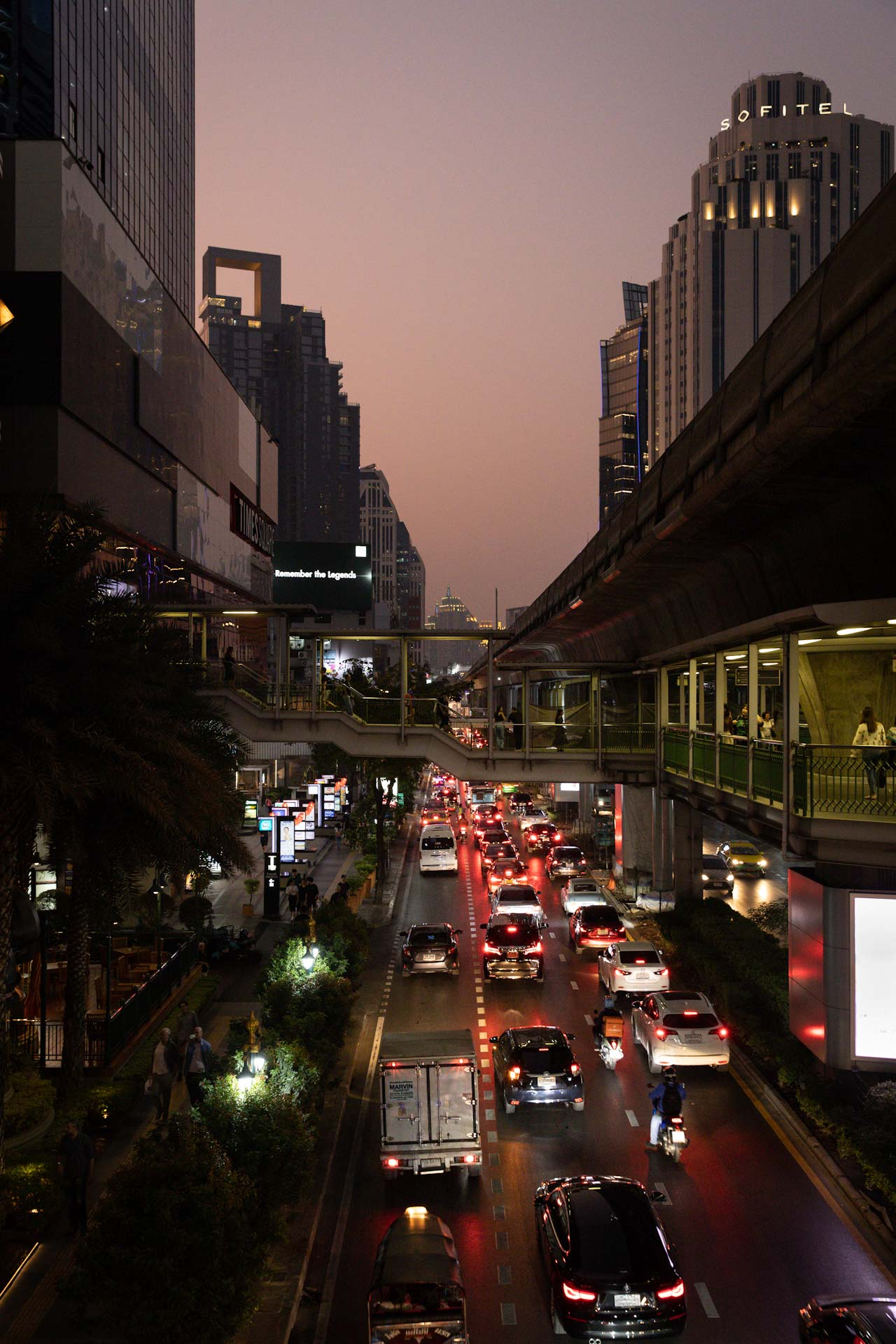 bangkok-downtown-sunset-traffic