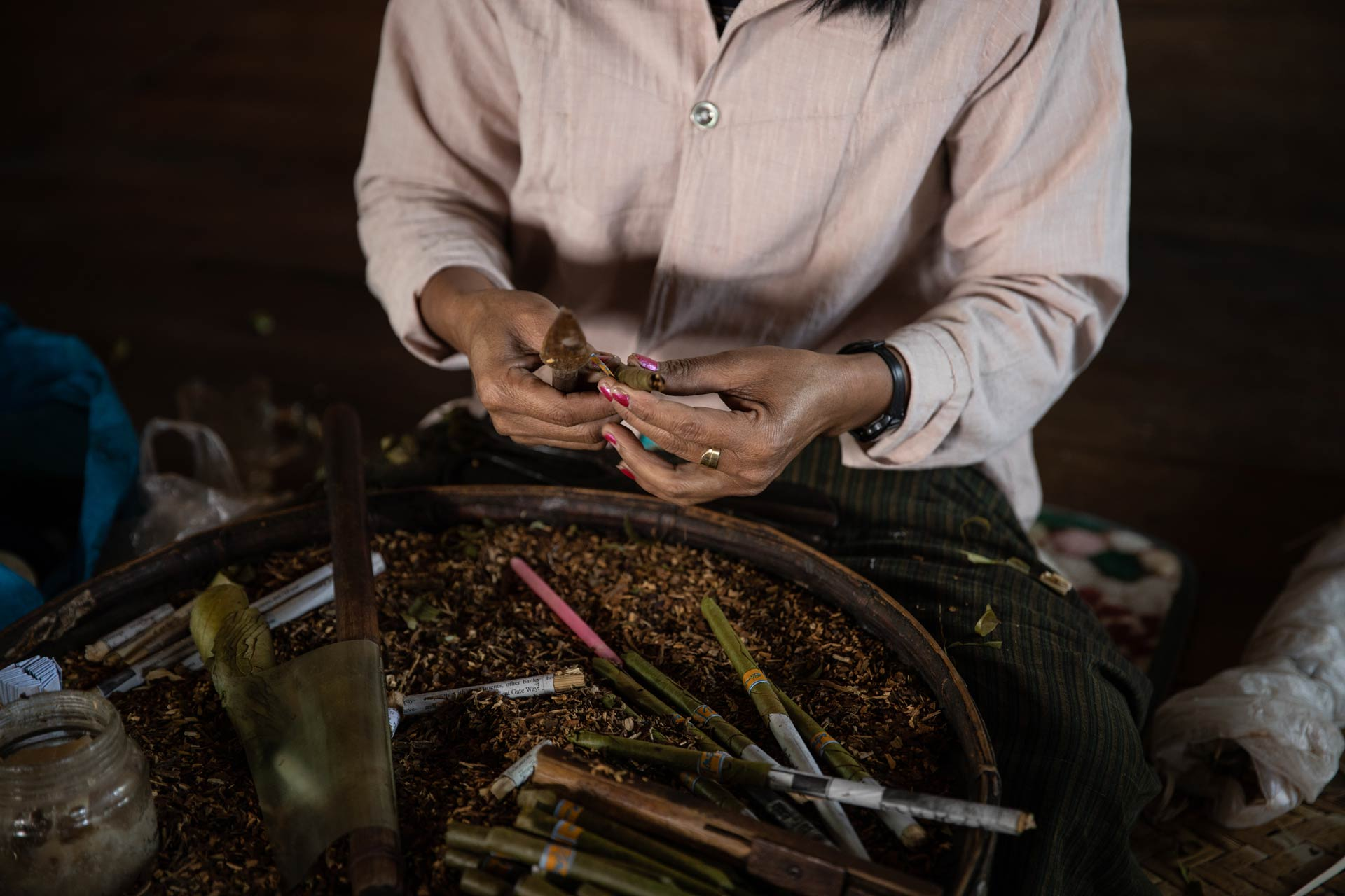 Handcraft cigars creation around Inle Lake